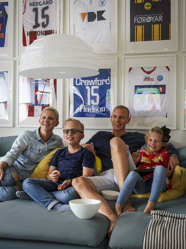 صورة لعائلة Pia.