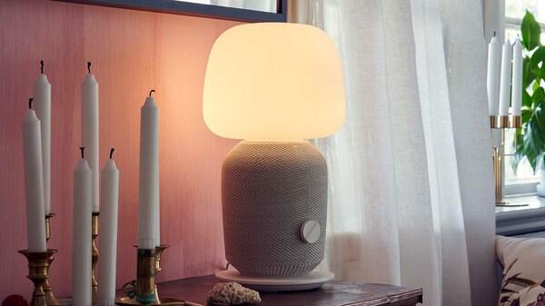SYMFONISK- pöytälamppu Wifi- kaiuttimella.