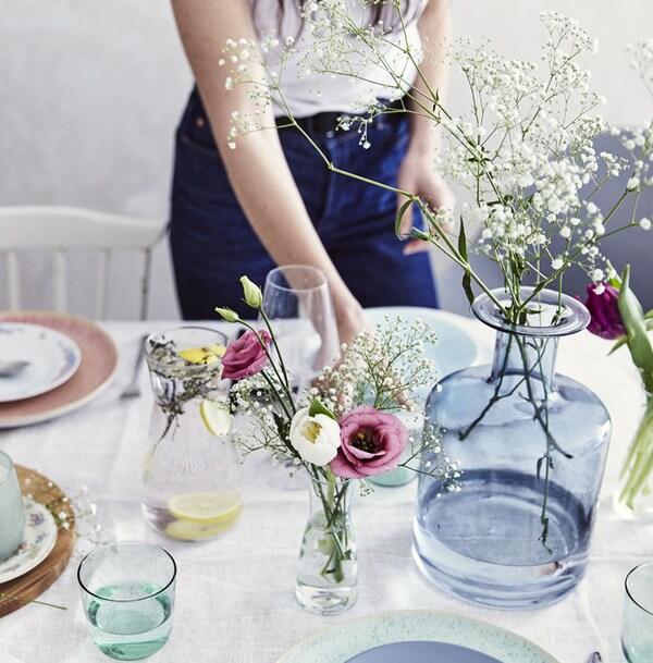 Table avec boutures florales