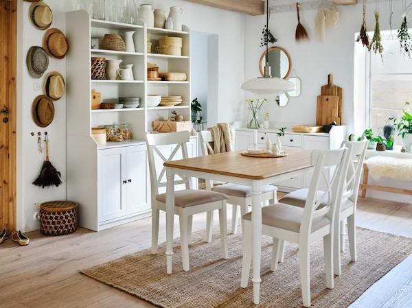table de salle à manger blanche et beige avec 4 chaises