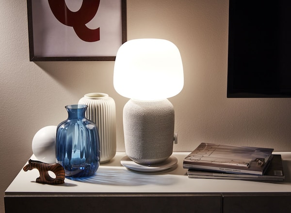 Table lamp with WiFi speaker, white