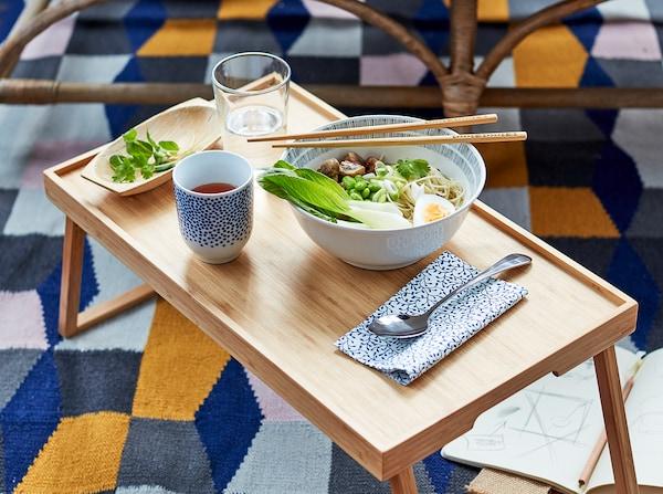table-repas-famille-plats-vardagen-vaisselles