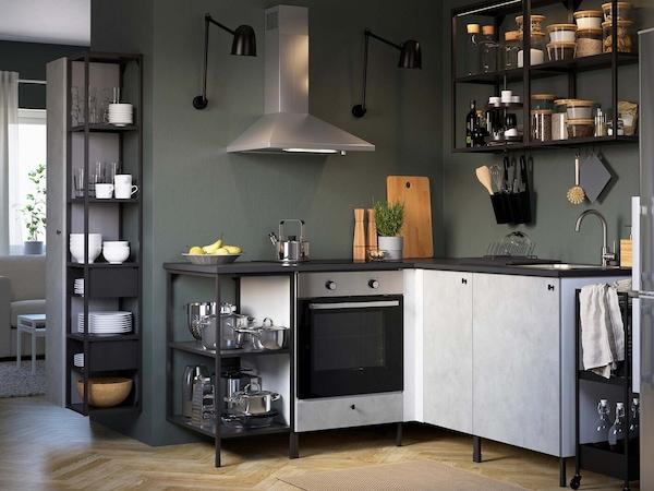 Tämän suunnitteluohjelman avulla suunnittelet keittiön kalustuksen muokattavien ENHET-mallikokonaisuuksien avulla.