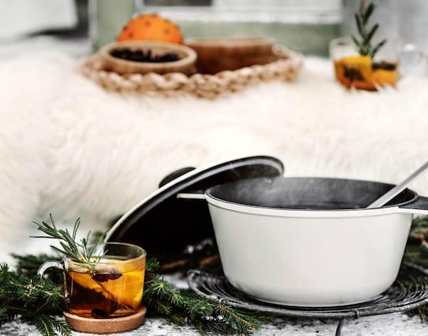 Talvinen tunnelma syntyy taljoilla. Helpot joulukoristeet luonnonmateriaaleista, kuten neilikka-appelsiini, syntyvät hetkessä. Ilmaiset joulukoristeet kruunaavat joulutunnelman!