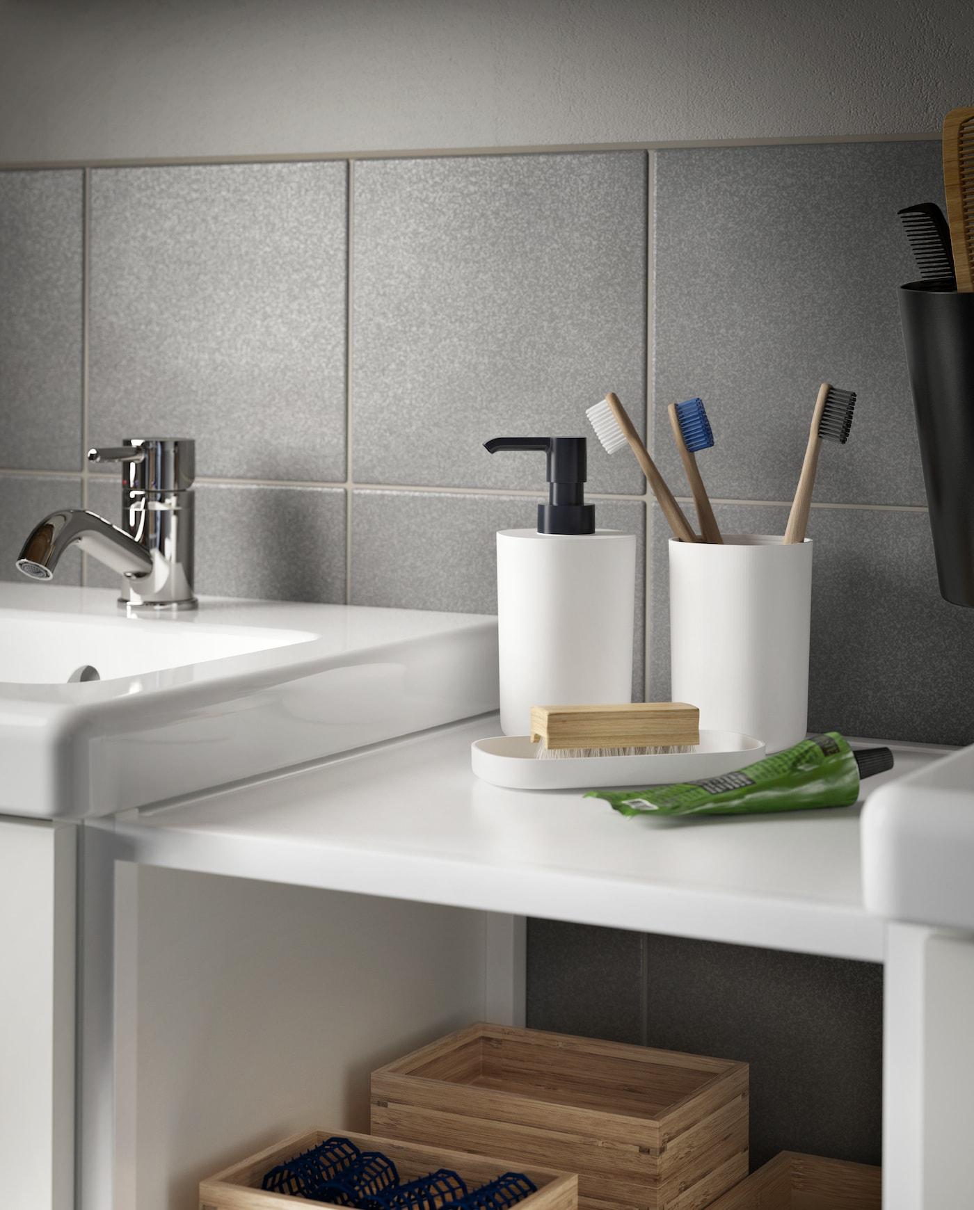 Delat badrum med personligt utrymme IKEA