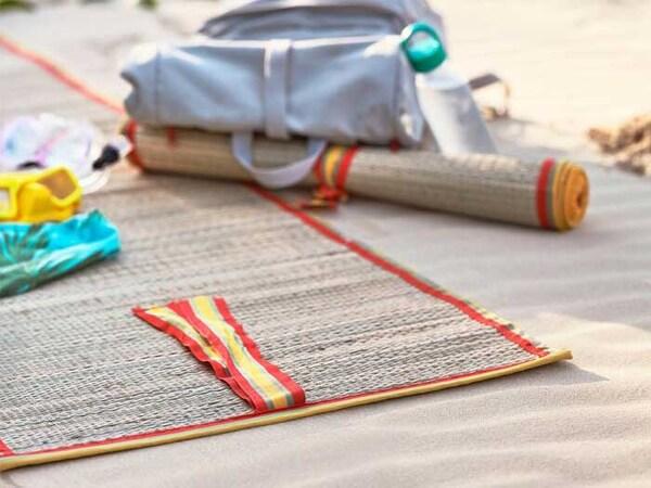 tapis-plage-tissé-SOLBLEKT-sac-à-dos-IKEA