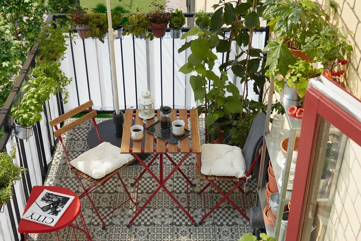 TARNO red outdoor dining furniture