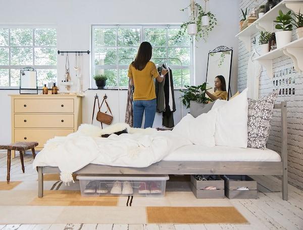 Teen bedroom for girls — HEMNES chest of drawers — KNAGGLIG box — SAMLA box — IKEA interior inspiration