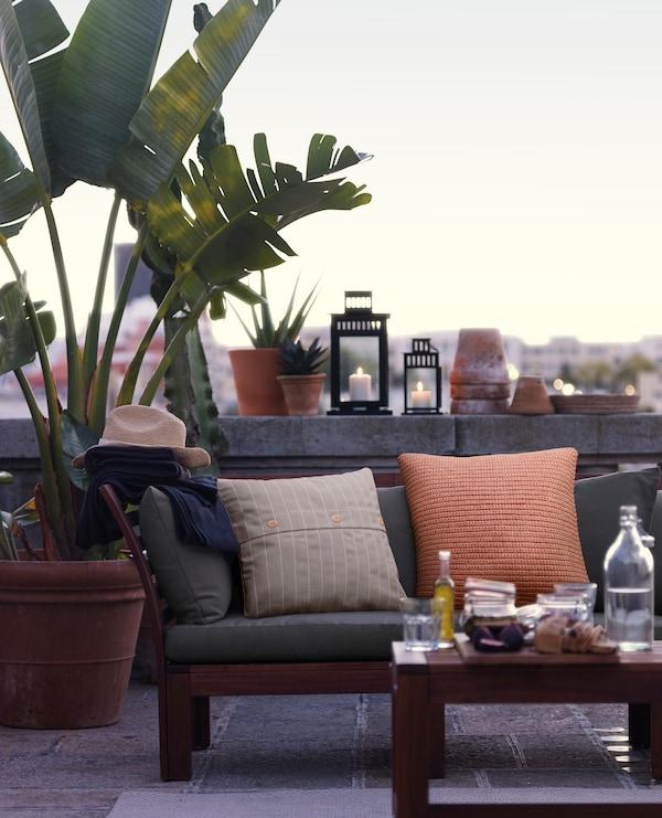 Terraza con decoración chill out y plantas naturales