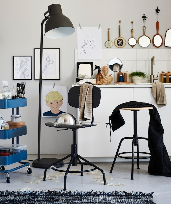 Thanks to its adjustable height and easy-to-wipe-clean surface, IKEA KULLABERG swivel chair makes an excellent spot for an at-home haircut.