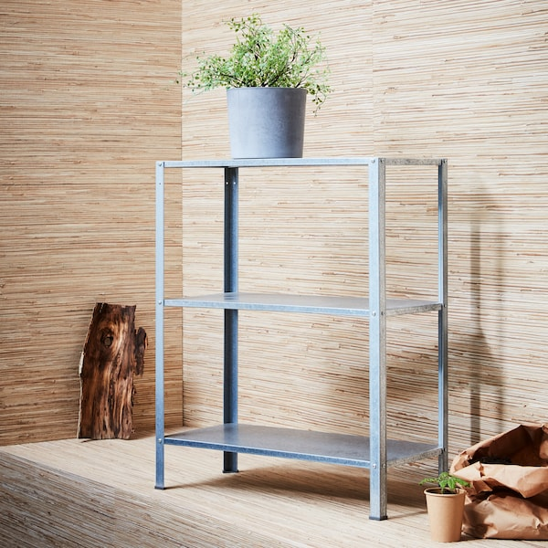 The cool grey of our HYLLIS shelving unit and BOYSENBÄR plant pots set off those green leaves perfectly (and if you don't fancy watering, try a FEJKA pot plant).