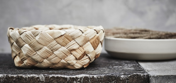 The HANTVERK baskets are handmade from banana fibres by real professionals from India.