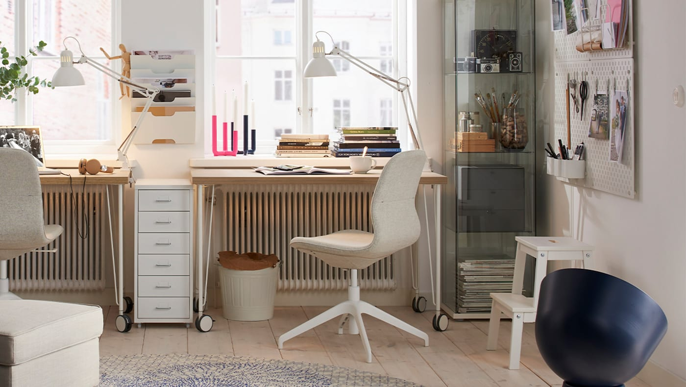 The home office room set consists of a LÅNGFJÄLL conference chair and a table with LINNMON tabletop, and four KRILLE legs with castor.