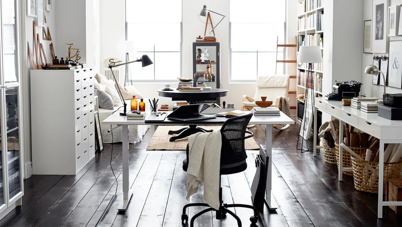The neutral colours and mix of black and white in this home office make for a style that last longer than the latest trend.