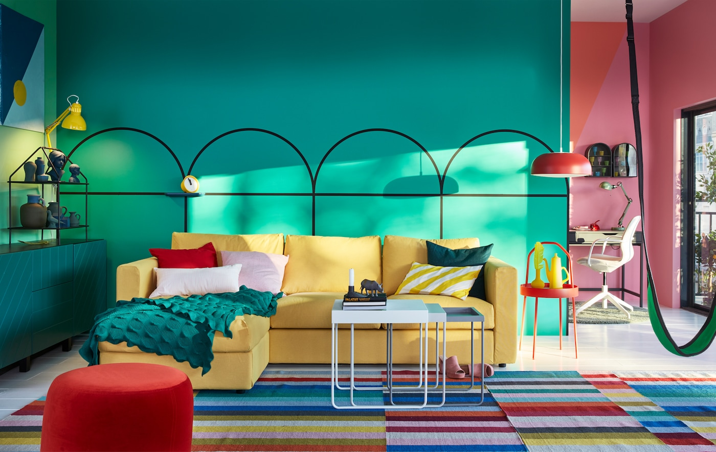The yellow VIMLE sofa in a bright coloured living room.