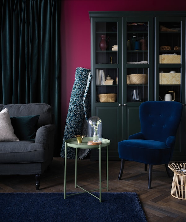 This autumn, accessorise your living room with the dark green GLADOM tray table, along with comfy and plush textiles.