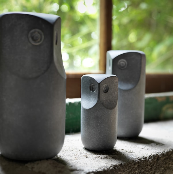 Three grey TONAD decorative owls made of concrete, available in three different sizes – small, medium and large.