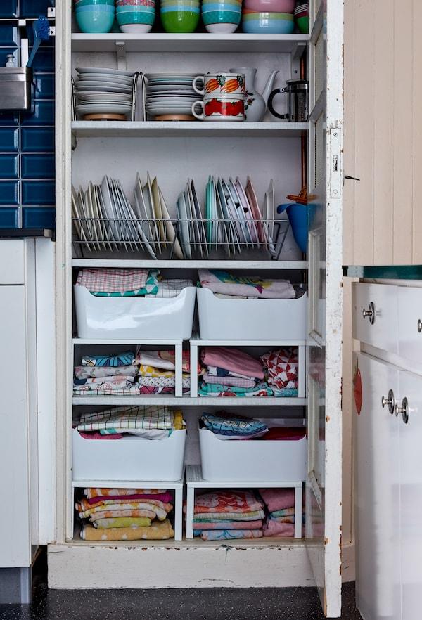 Tilføj tallerkenholdere og bokse i skabe