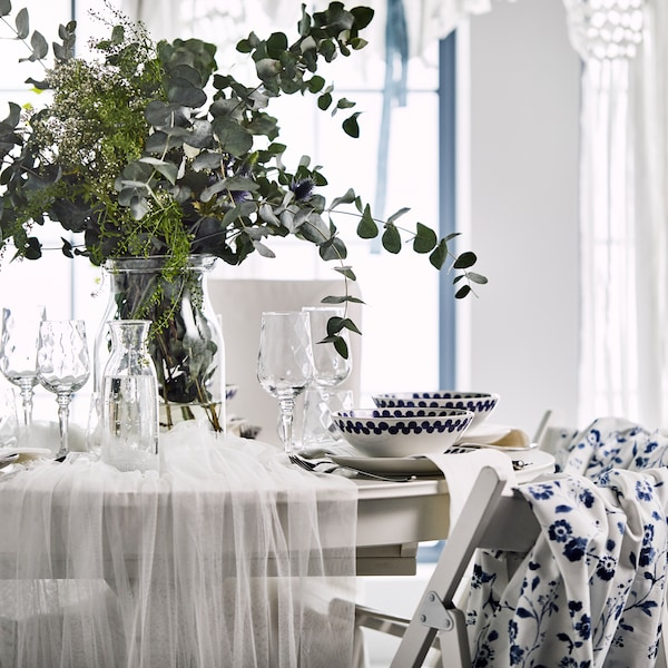 Tips on decorating a wedding and giving it a Mediterranean feeling with fabrics, dinnerware, plants and more.
