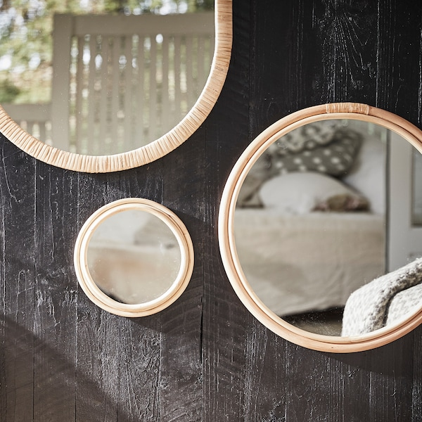 Tips on decorating with mirrors.