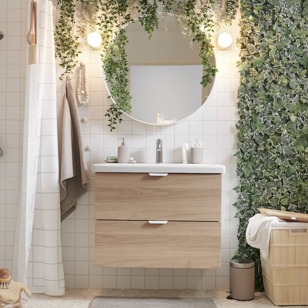 Tips on how to create a nature-inspired bathroom.