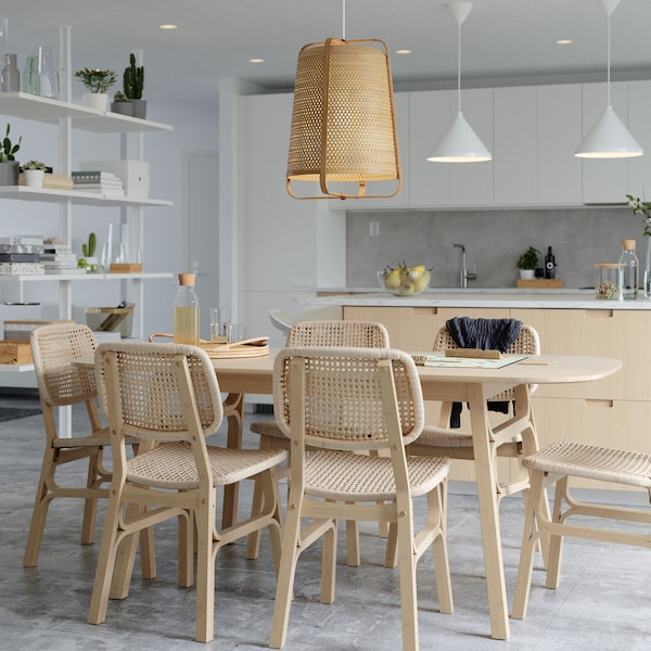 Tips on how to get a light and airy dining area for spending time together.