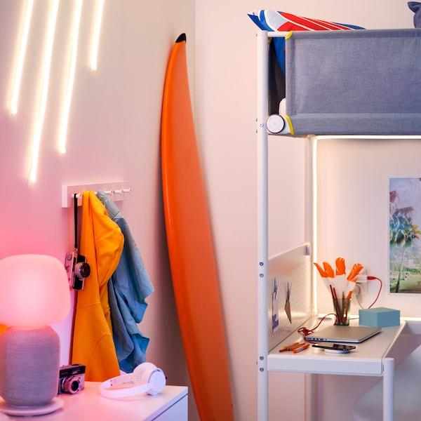 Tips til å bygge ditt eget, smarte lyd- og lyssystem hjemme.