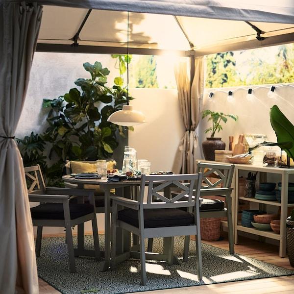 Tips til at indrette et større uderum på terrassen eller i haven.
