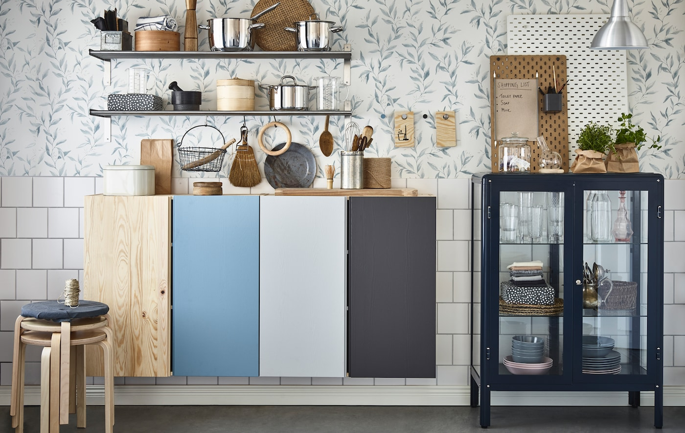 To organise a shared house, use different paint colours for each flatmate inside and outside kitchen cabinets, on pot stands as message boards and behind open bathroom shelves.