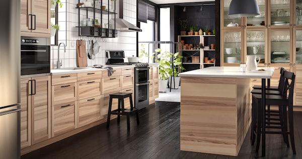 TORHAMN kitchen with varying grain patterns.