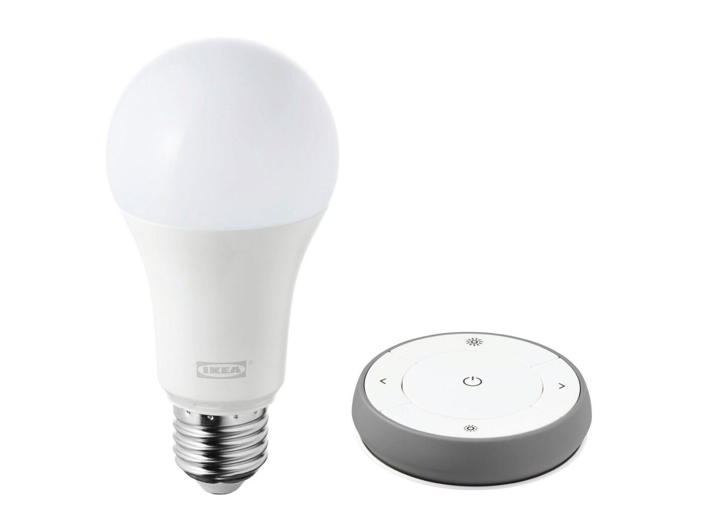 TRÅDFRI set s daljinskim upravljačem bijelog spektra obuhvaća LED žarulju i daljinski upravljač.