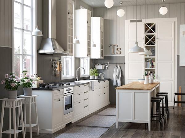 Traditionelle Küche mit viel Platz - IKEA