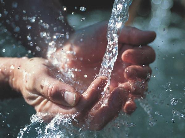 Traiter l'eau avec respect. IKEA s'engage à utiliser l'eau de manière aussi rationnelle que possible. Nous collaborons également avec d'autres pour promouvoir une gestion responsable de l'eau dans des régions où elle est rare et pour améliorer l'accès à de l'eau salubre.