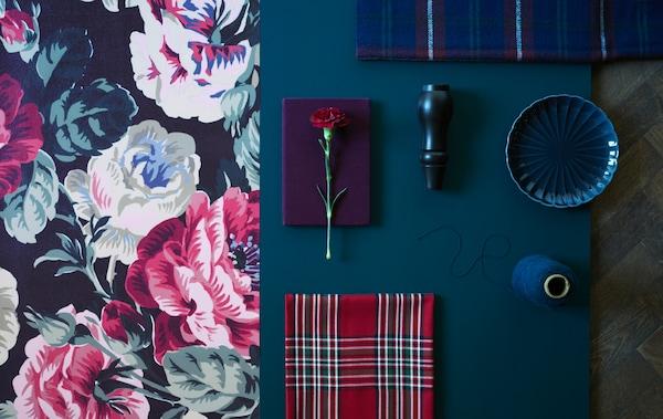 Transformă-ți căminul realizând mici schimbări cum ar fi utilizarea materialelor textile în versiuni îndrăznețe de imprimeuri florale tradiționale și cadrilate.