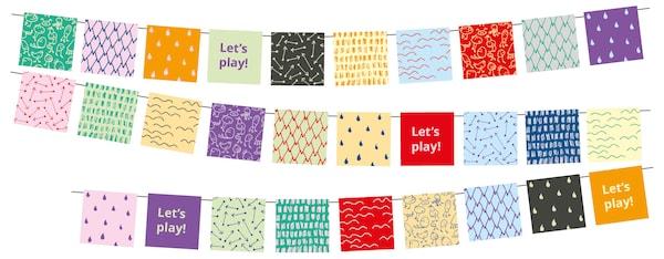Tre rader med flerfargede girlandere med påskriften «Let's play!» enkelte steder.