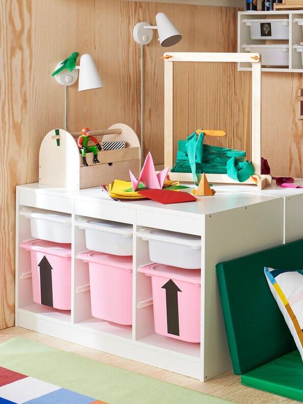 TROFAST Aufbewahrungssystem von IKEA in einem bunten Kinderzimmer