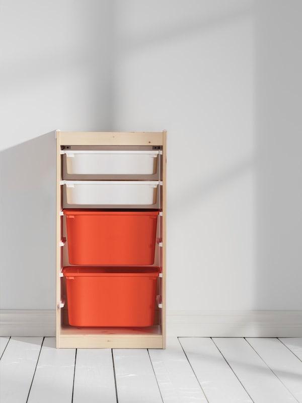 trofast opberg element met twee oranje hoge bakken en twee witte smalle bakken