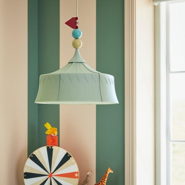 TROLLBO, la lámpara sostenible de IKEA para dormitorios infantiles, en forma de carpa de circo.