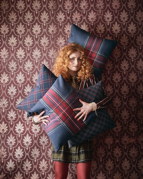 Try out the traditional tartan trend with JUNHILD cushion cover from IKEA. The square cover made of cotton has a large chequered pattern in red and blue.