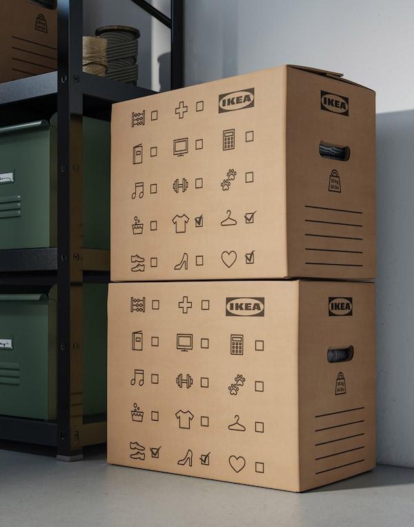 Tukeva ja lujatekoinen DUNDERGUBBE pahvinen muuttolaatikko on korvaamaton muuttoapu. Sisältö on helppo merkitä laatikon kylkeen, ja laatikkoa on helppo nostaa ja kantaa.