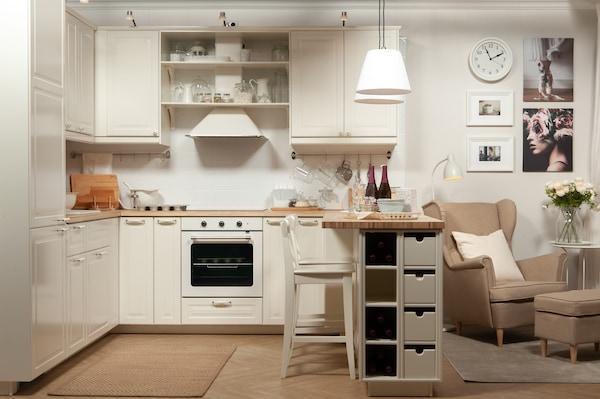 Удобная кухня для квартиры-студии