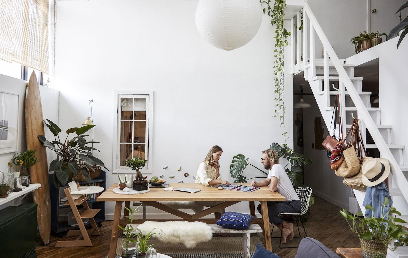 Un tavolo multifunzionale è una soluzione pratica - IKEA.