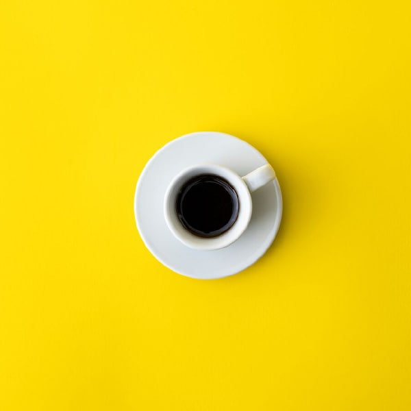 Un thé ou un café ordinaire gratuit