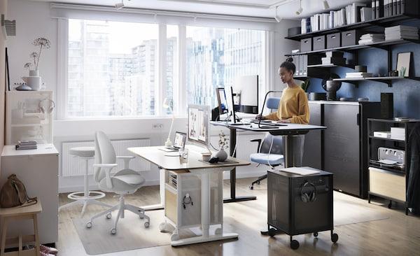 Un ufficio per due persone, ciascuna delle quali può esprimere il proprio stile unico - IKEA