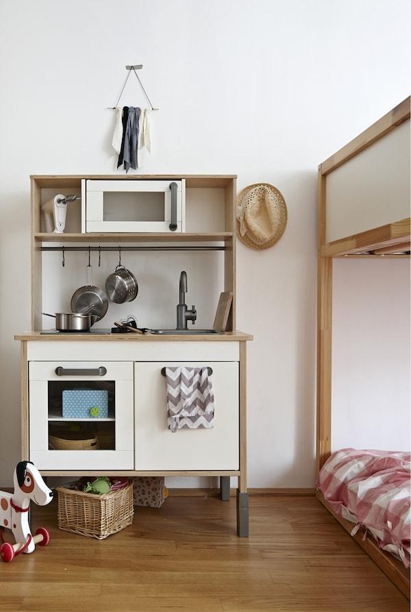 Une mini-cuisine est un terrain d'apprentissage idéal.