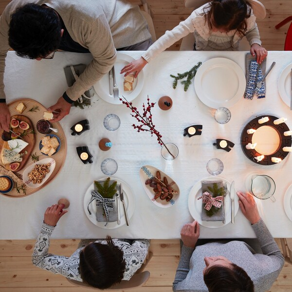 Une table traditionnelle en famille pour Noël