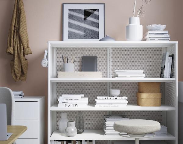 Uno scaffale perfetto per organizzare libri, documenti, oggetti decorativi e altro ancora - IKEA