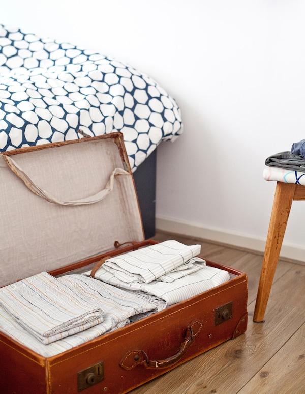 Upcycle idea: Store bed linen in a suitcase.
