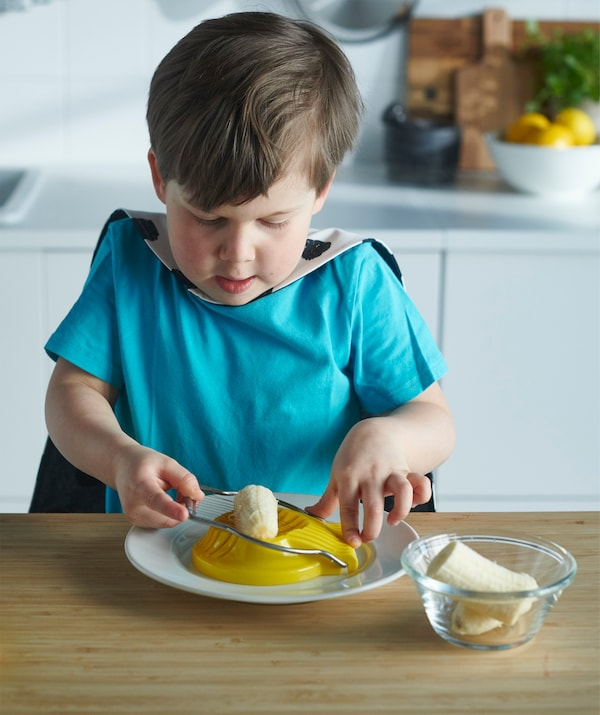 Upotrijebi rezač za jaja za rezanje različitih stvari, kao što su banane za jogurt. Noževi ti neće ni trebati.