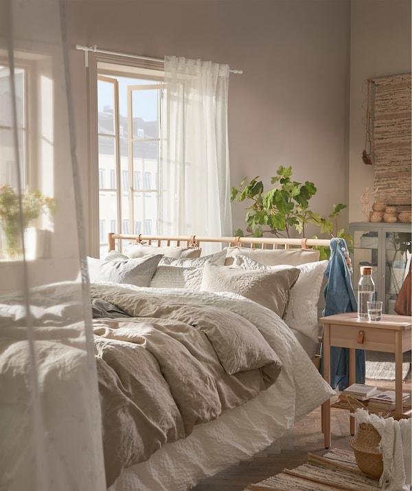 Ikea Bedroom Design Ideas 2012: A Natural Cozy Bedroom